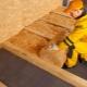 Värmer golvet i ett trähus med egna händer