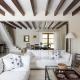 Poutres décoratives au plafond: comment utiliser à l'intérieur