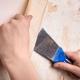 Hur snabbt och enkelt tar bort gammal tapeter från väggarna?