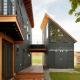 Ursprungliga mönster av trähus med vindsvåning