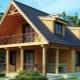 Projekt av hus med vind och terrass