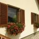 Persianas de madeira: desenhos tradicionais em design de casa moderna