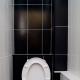 Hur döljer man rören på toaletten?