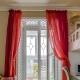 Vi väljer gardinerna i rummet med balkongdörr