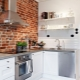 रसोई में ईंट की दीवार: विशेषताएं और दिलचस्प विकल्प