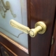 Choosing a door handle with a latch for interior doors