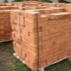 How much does a brick pallet weigh and what does the weight depend on?