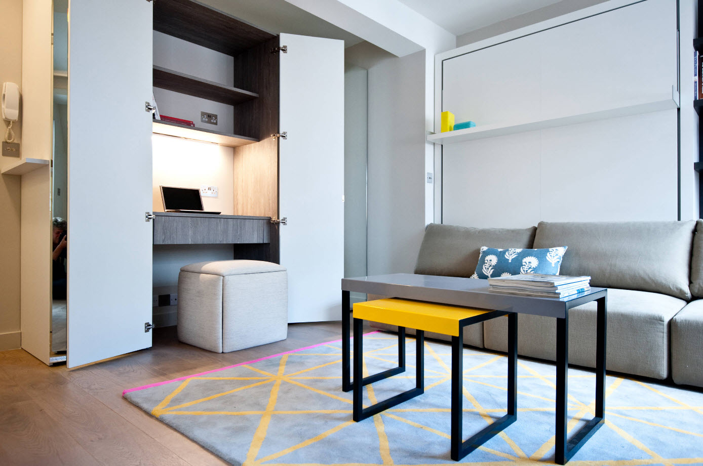 Design Studio 28 Square M 54 Photos The Layout Of The Studio Apartment Of 28 Meters With One Window And A Balcony
