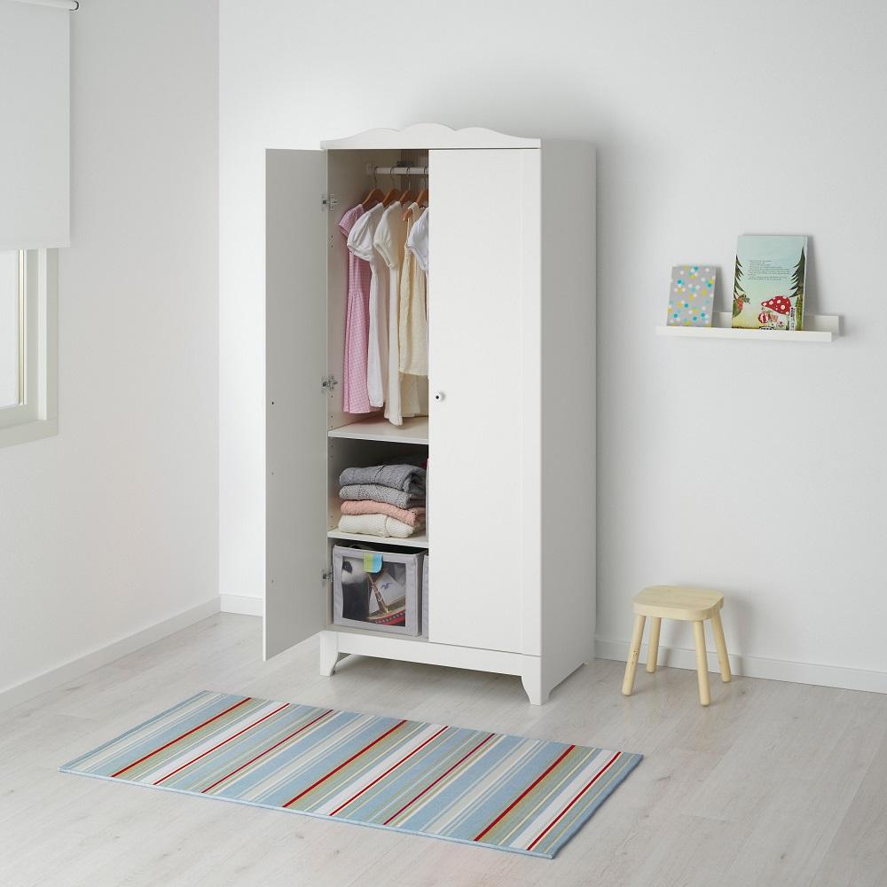 Kleerkasten Voor Kleding Van Ikea Smalle Schommel En