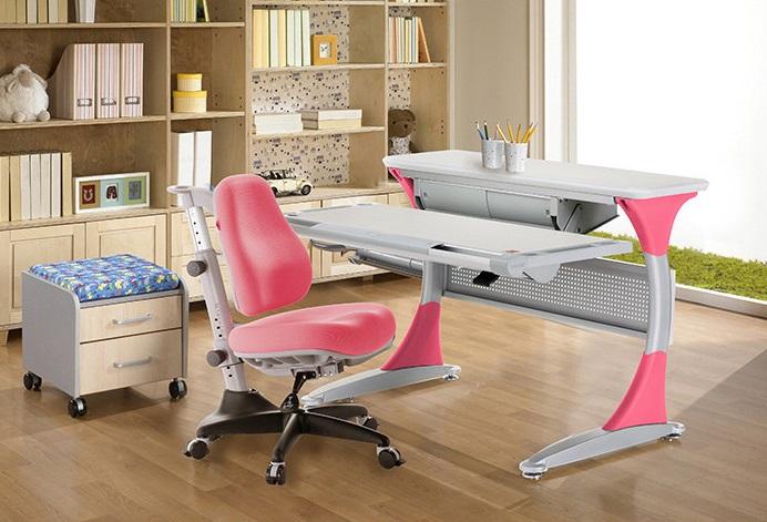 Преимущества детских столов и стульев