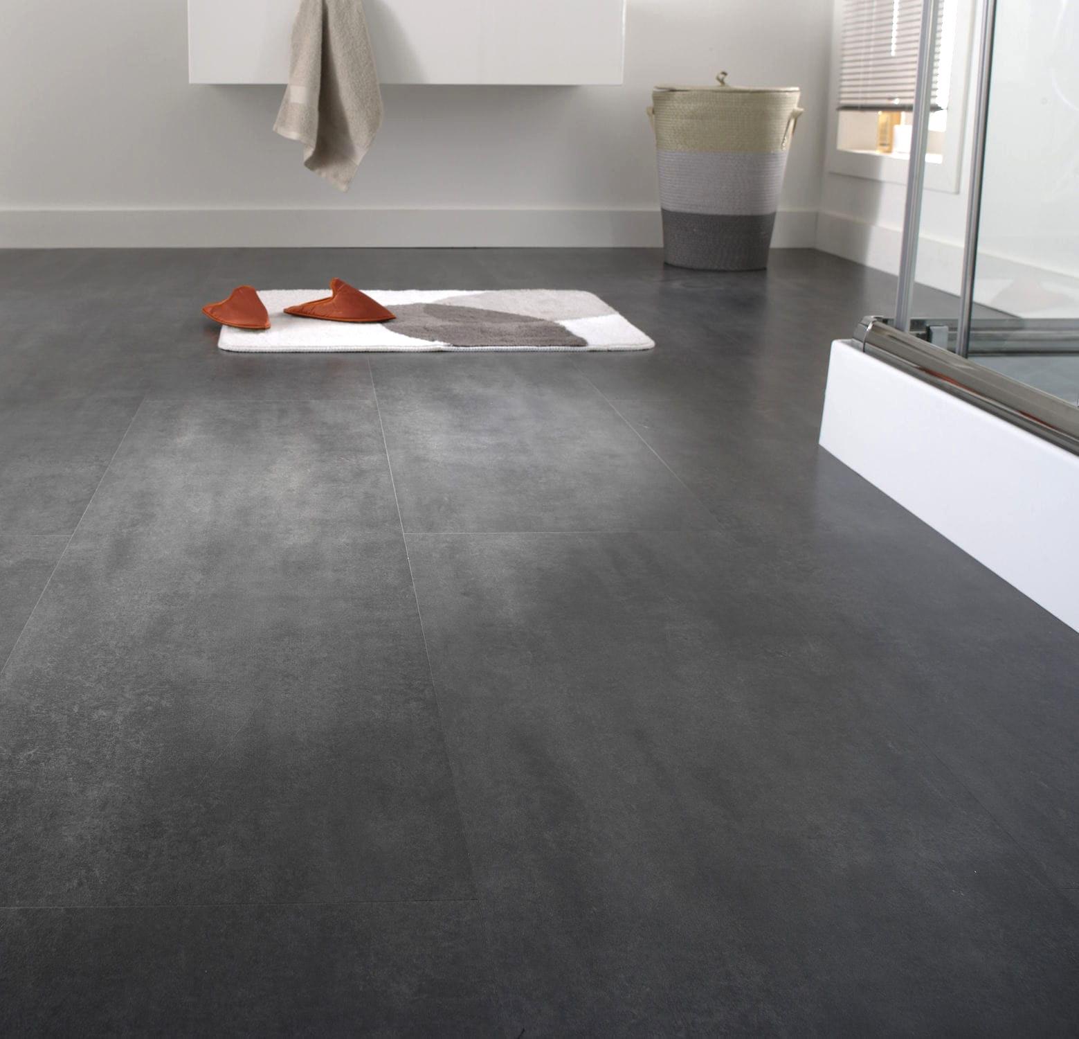 Pavimenti In Ardesia Pro E Contro laminato con un motivo a piastrelle: un ampio pavimento da