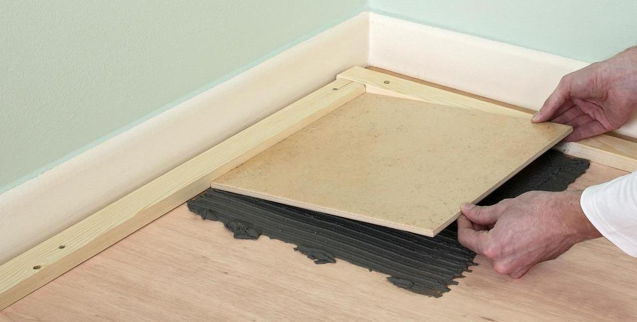 Come Piastrellare Un Pavimento come posare le piastrelle sul pavimento di legno? e