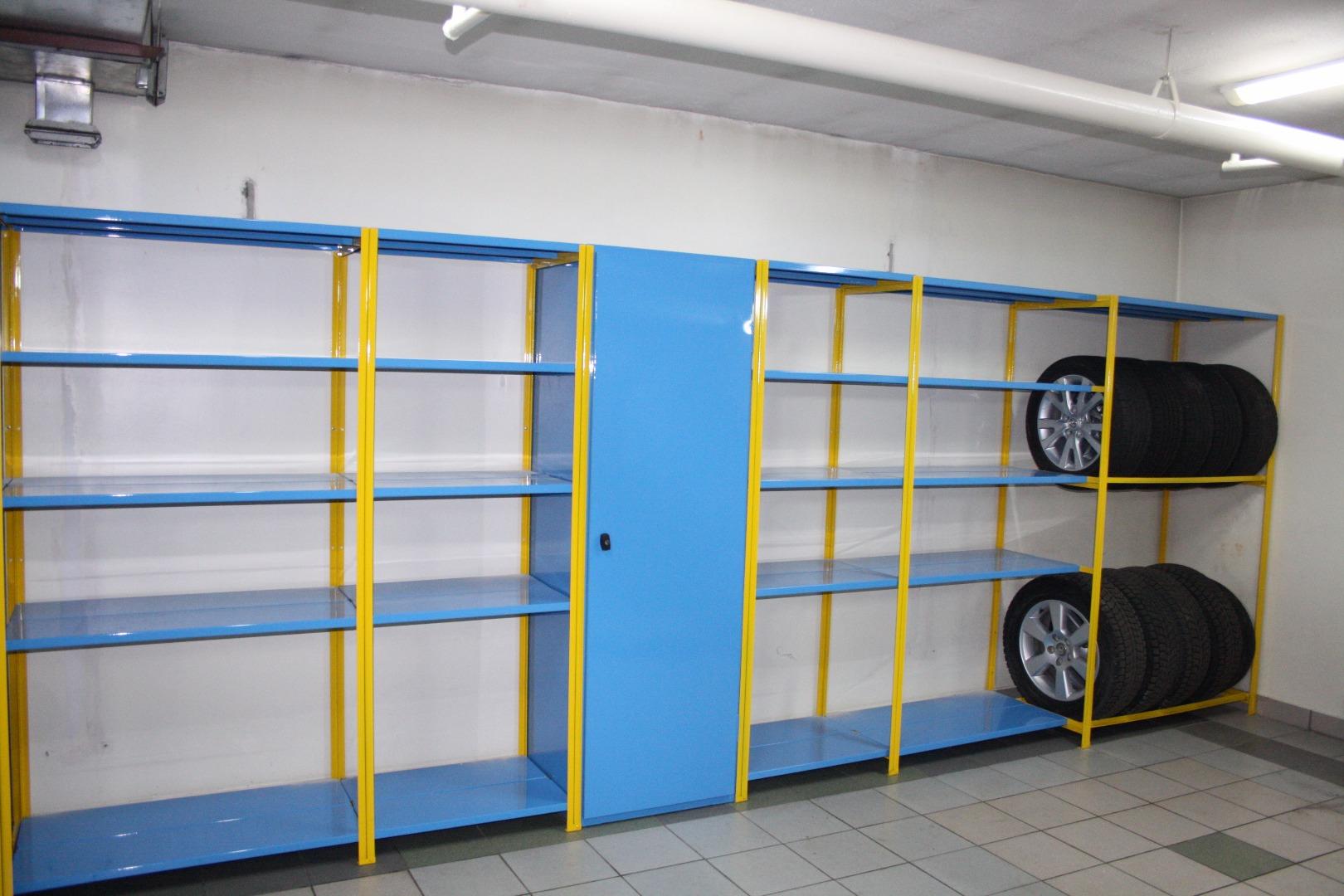 Scaffali Sospesi Garage.Scaffalature Metalliche Per Il Garage Scaffali