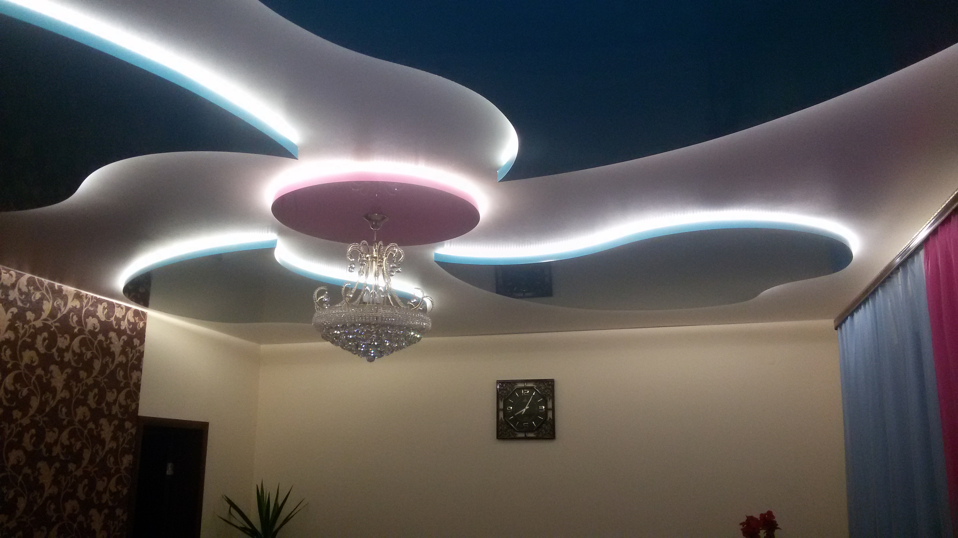 Led Strip Under The Stretch Ceiling 45 Photos Mounting The Diode Backlight How To Make And How To Install The Tape On The Ceiling