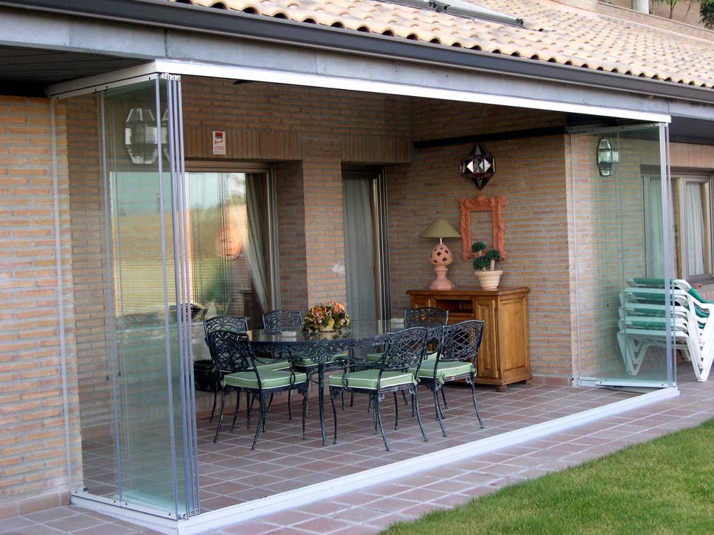 Veranda Metal Et Verre vitrage sans cadre du porche et de la terrasse: comment tout
