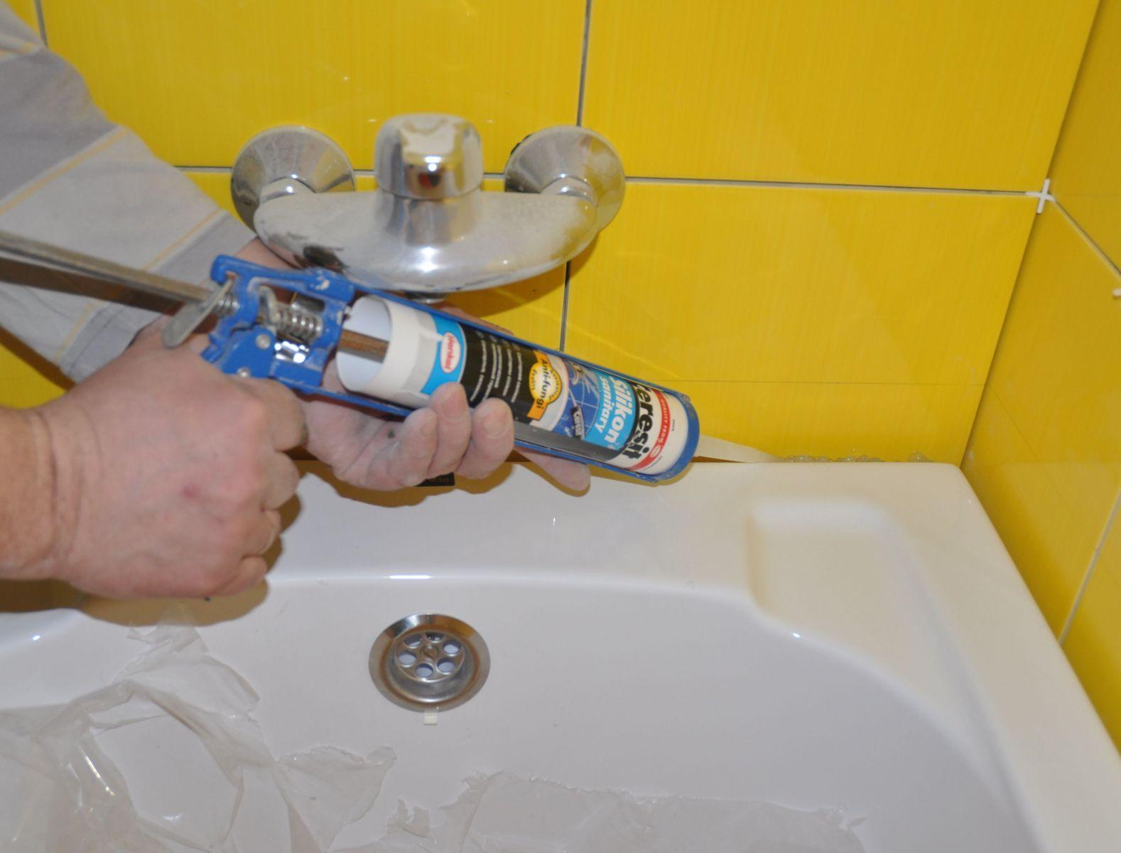 Afdichtingsmiddel Voor De Badkamer Wat Is Beter Siliconen Of Acrylverf Waterbestendige En Vochtbestendige Lijm Voor Een Douchecabine Die Niet Zwart Wordt