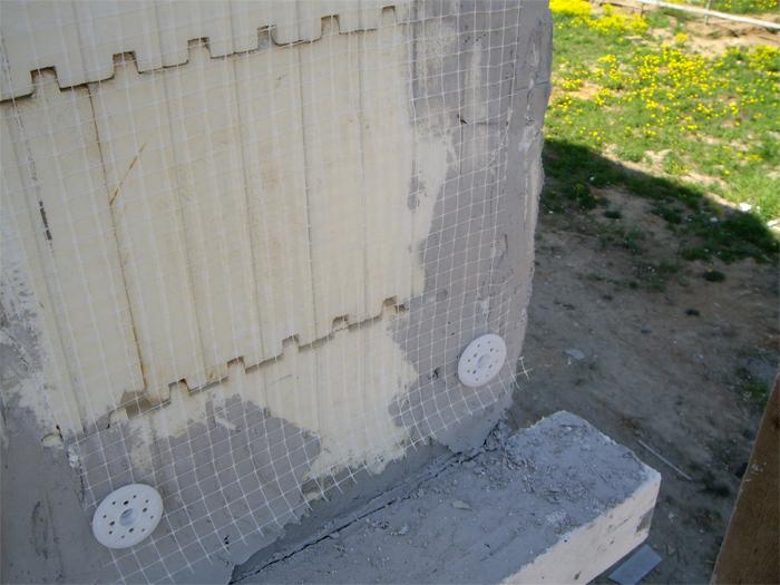 fasadnaya-setka-pod-shtukaturku-osobennosti-vybora-i-sovety-po-montazhu-5.jpg