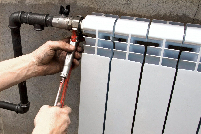 Smontare Termosifone Dal Muro smontaggio di un radiatore di riscaldamento: come smontare