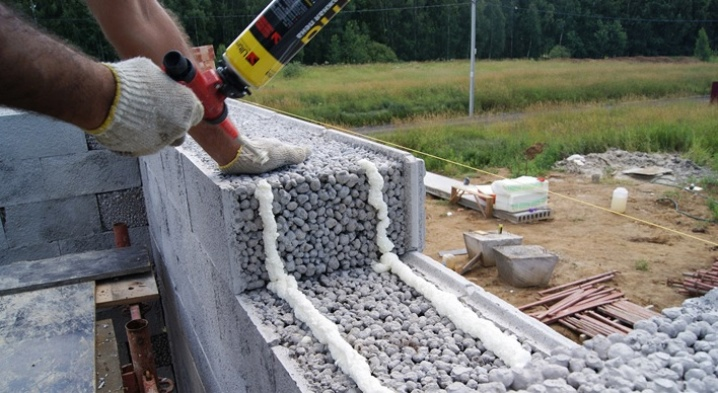 Expanded clay for insulation